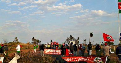 730ad405c3 Manifestantes em apoio ao condenado Lula liberam duas rodovias interditadas  no MS